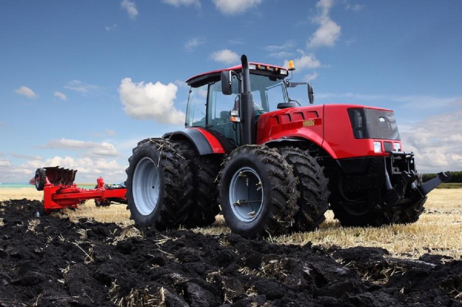 Pierwszy hybrydowy traktor pochodzi z… Białorusi